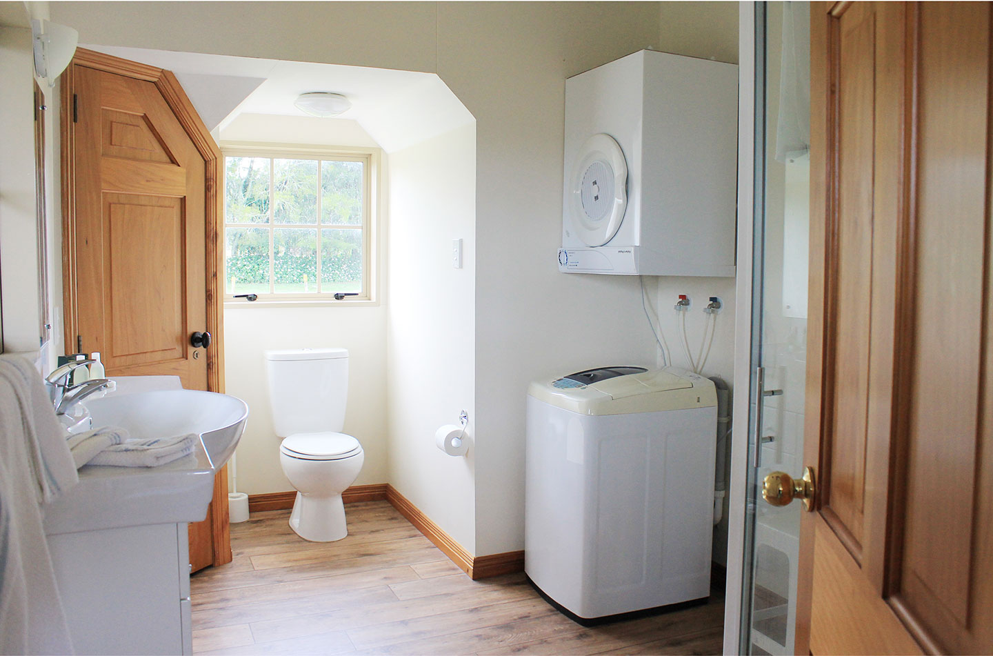 the carriage house bay of islands self catering accommodation ensuite and laundry