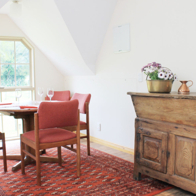 Self catering accommodation at the carriage house, dining area