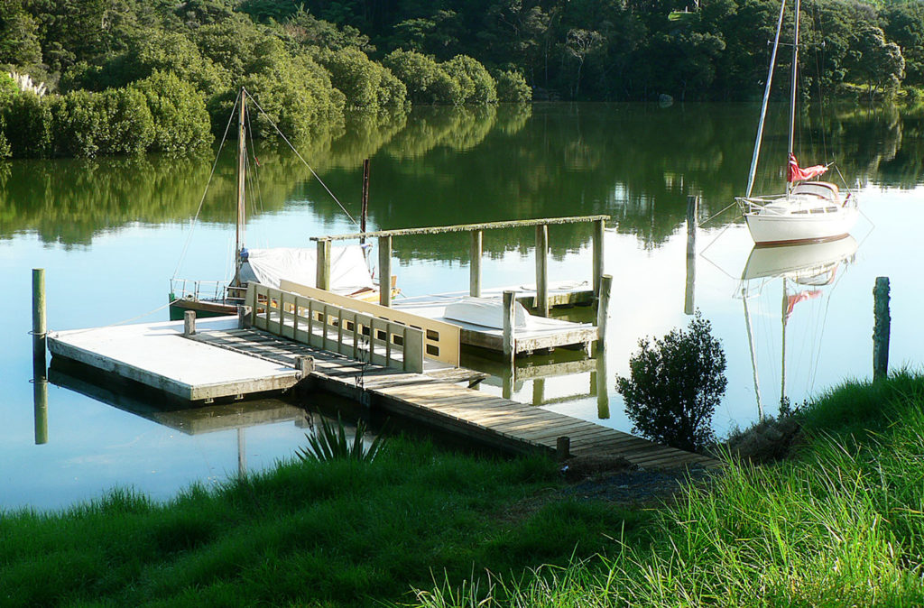 farmstay accommodation with jetty on the kerikeri river